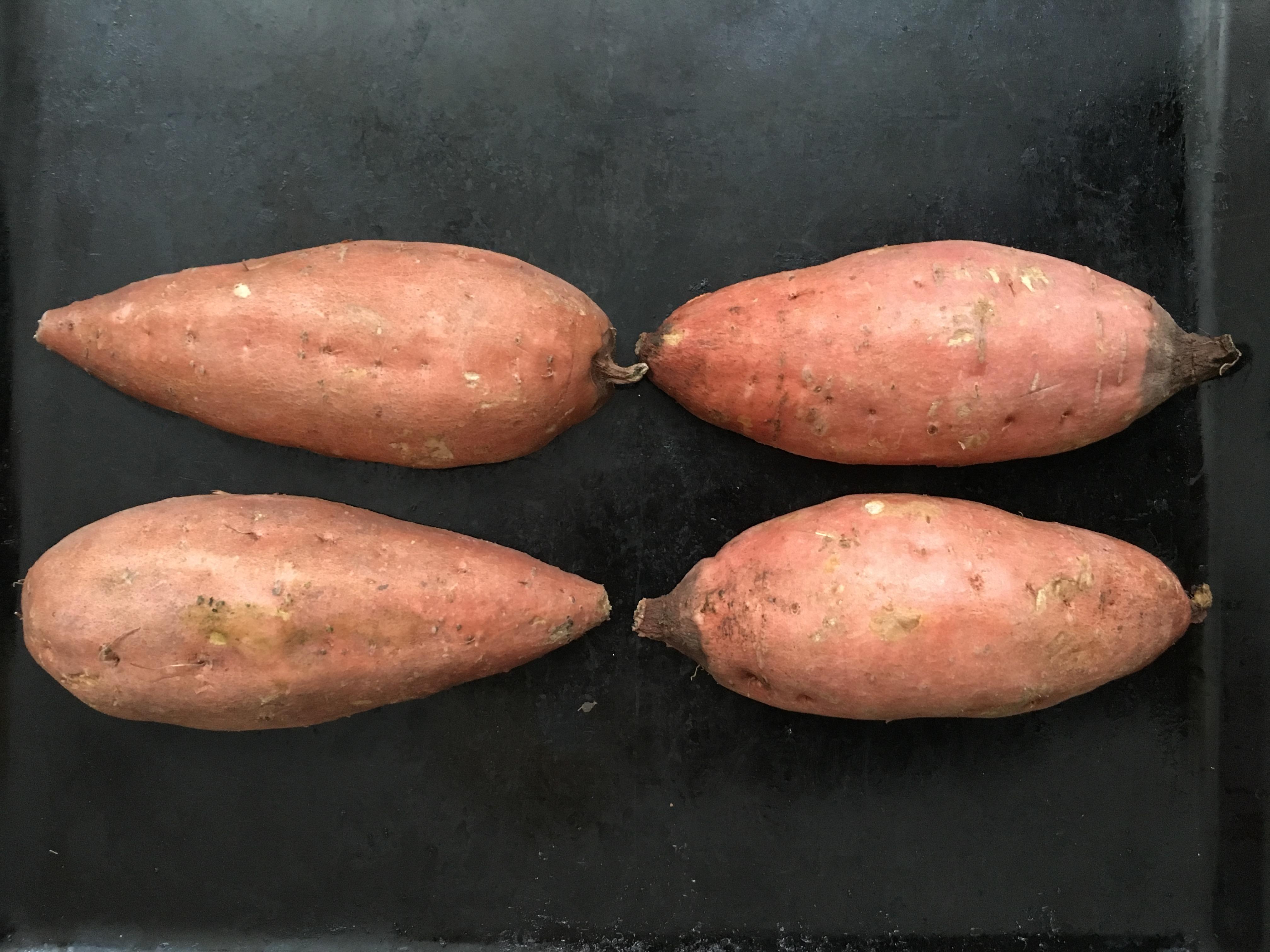 Avocadocreme auf Ofensüßkartoffel mit Granatapfel: Süßkartoffel im Ofen
