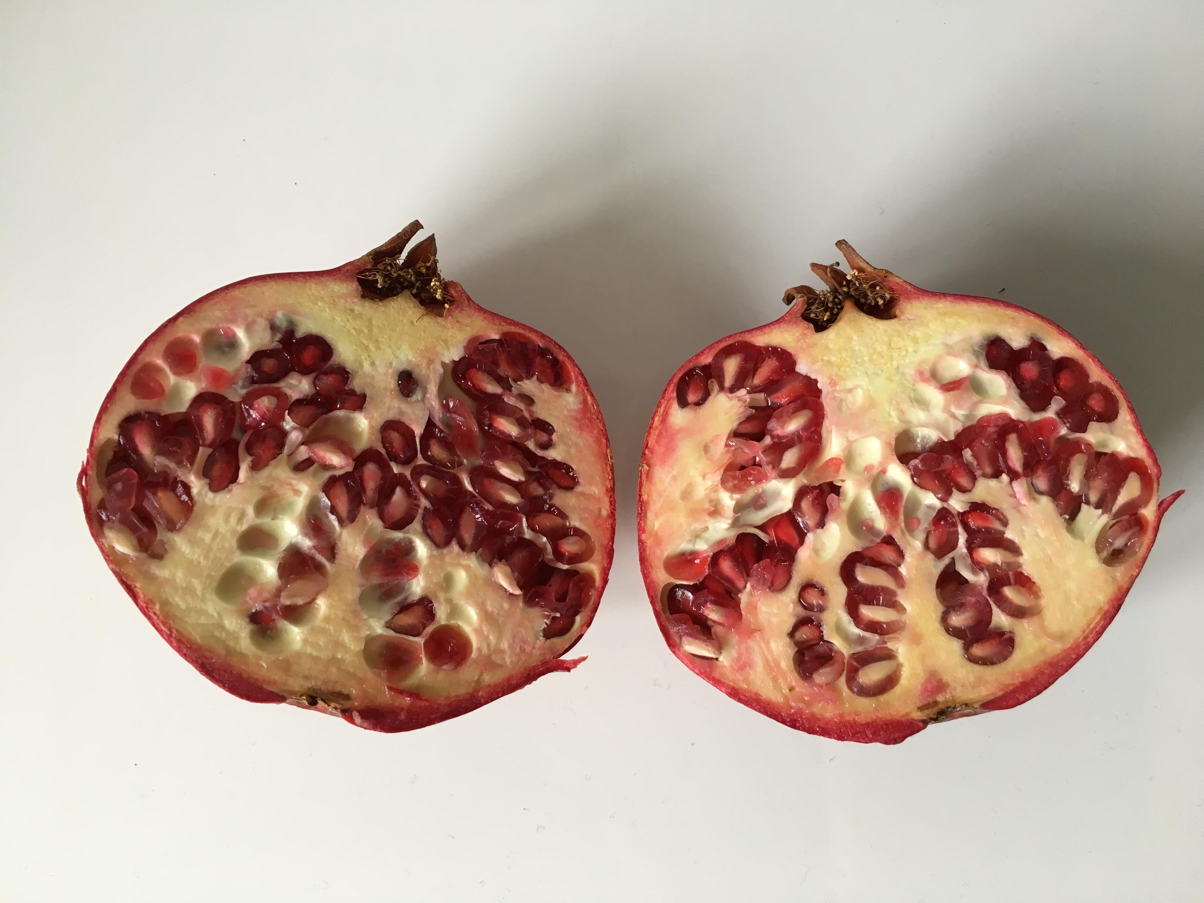 Avocadocreme auf Ofensüßkartoffel mit Granatapfel: Granatapfel